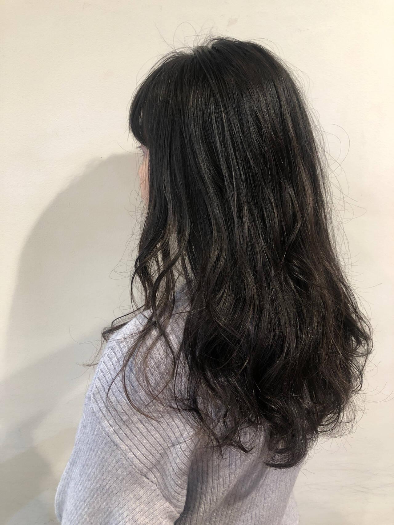 レイヤーカット ナチュラル ゆるウェーブ ゆるナチュラルヘアスタイルや髪型の写真・画像