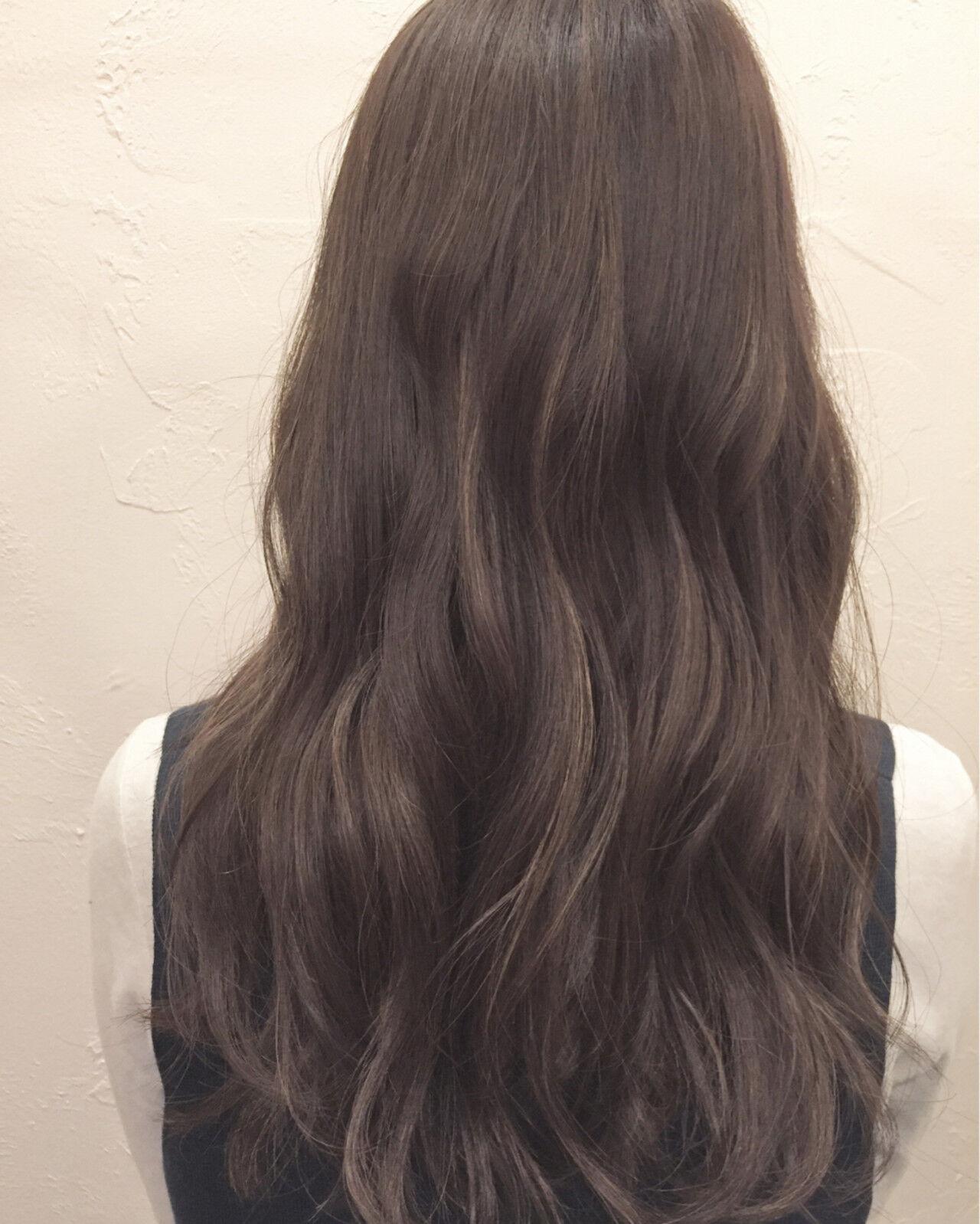 アッシュ ミディアム ゆるふわ ハイライトヘアスタイルや髪型の写真・画像