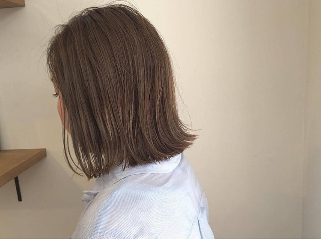 外ハネ ナチュラル 切りっぱなし オフィスヘアスタイルや髪型の写真・画像