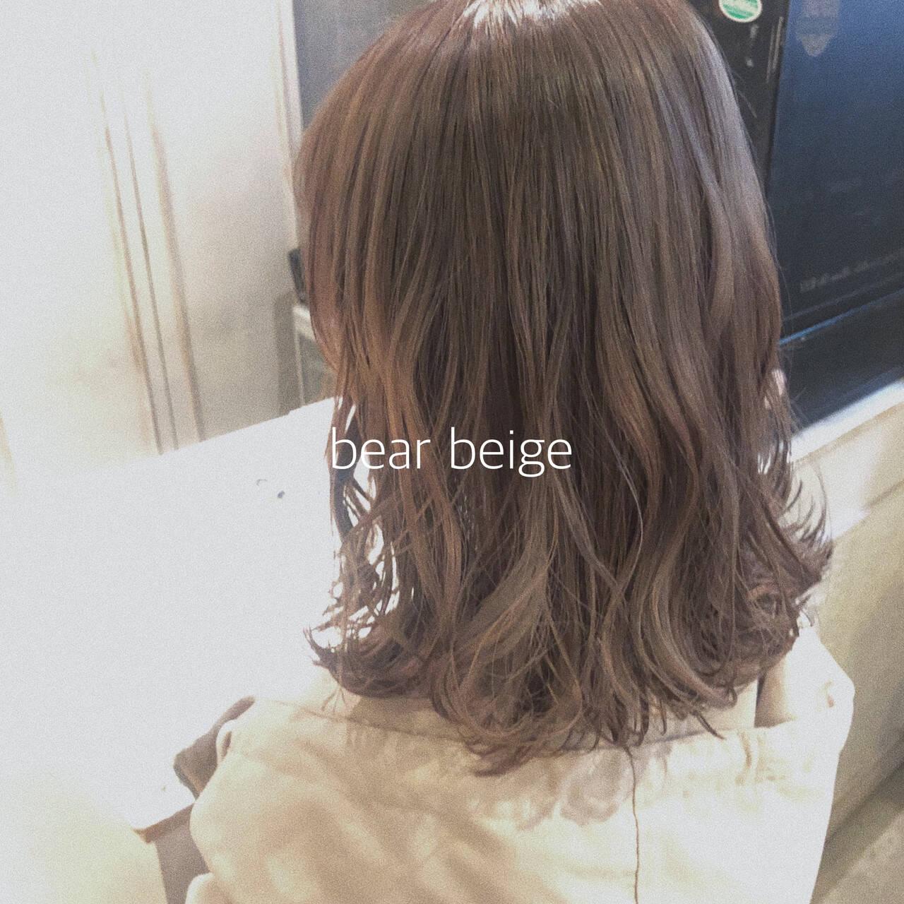 シアーベージュ ミディアム ヌーディベージュ ベージュヘアスタイルや髪型の写真・画像