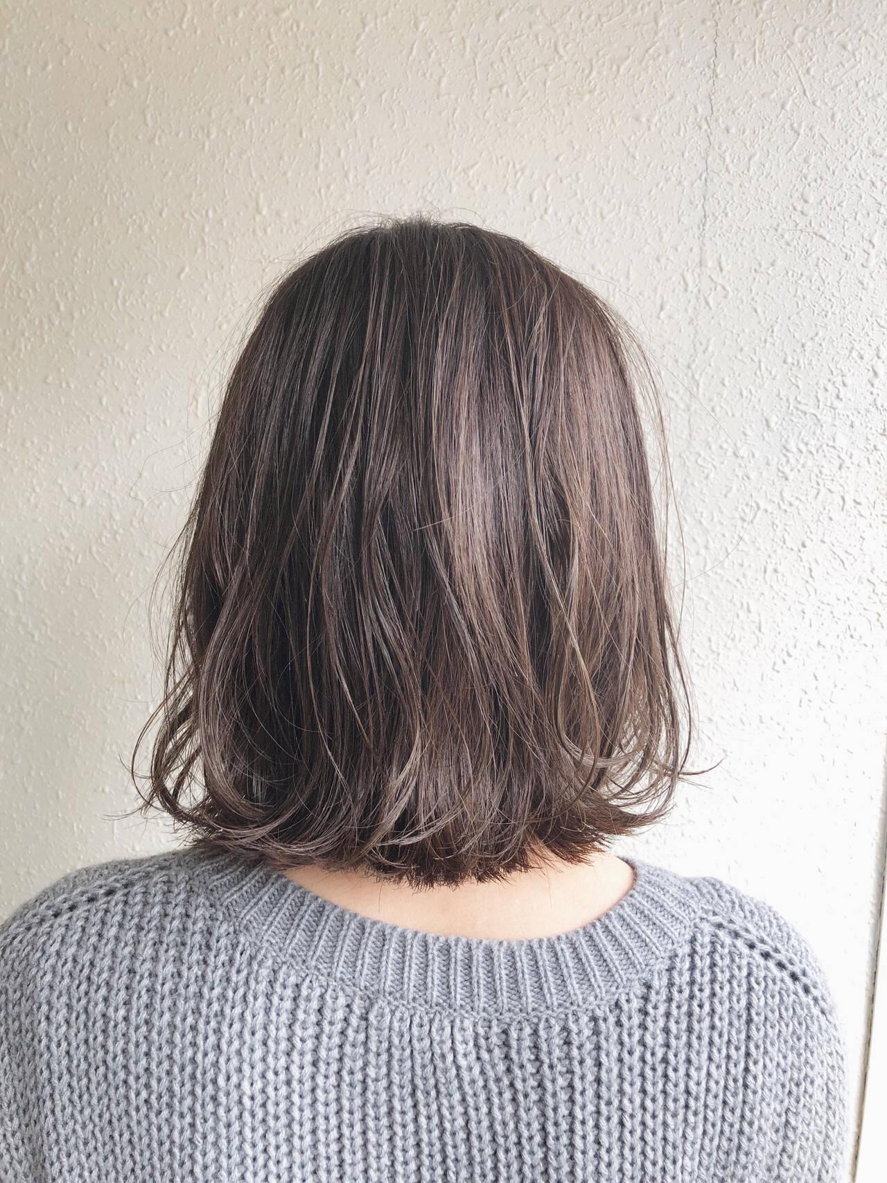ショートヘア 外ハネボブ ナチュラル ハイライトヘアスタイルや髪型の写真・画像