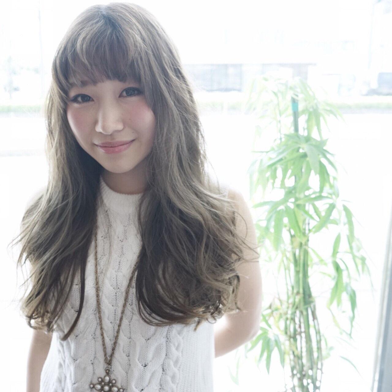 外国人風 イルミナカラー ロング アッシュヘアスタイルや髪型の写真・画像