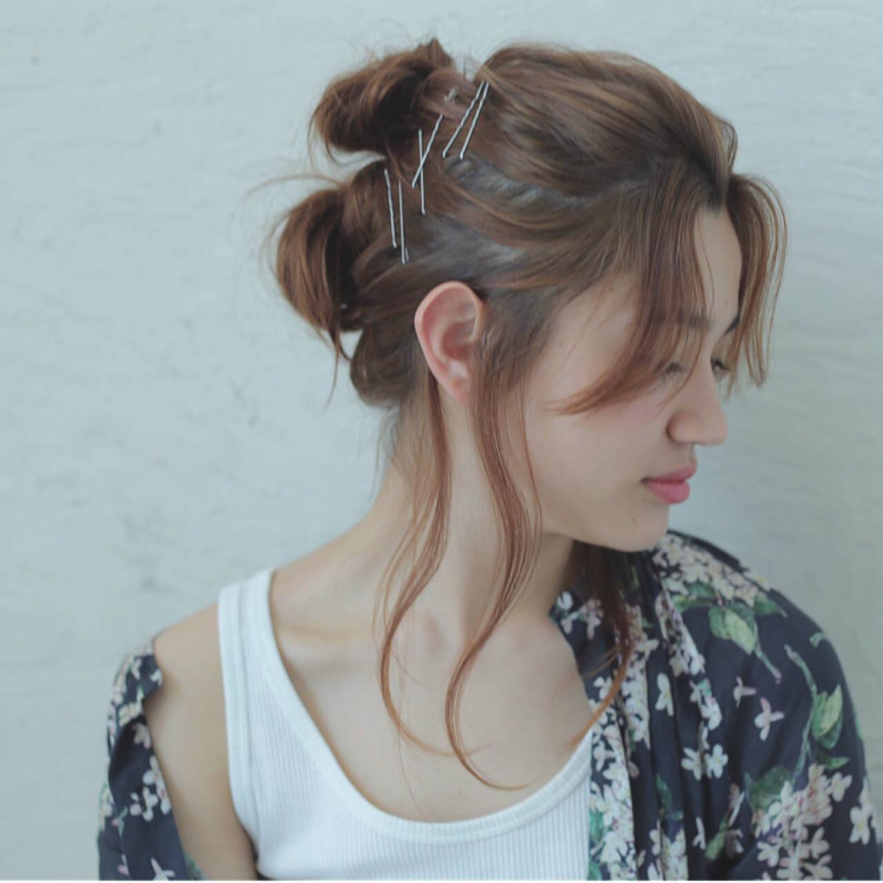 お団子 簡単ヘアアレンジ ショート センターパートヘアスタイルや髪型の写真・画像