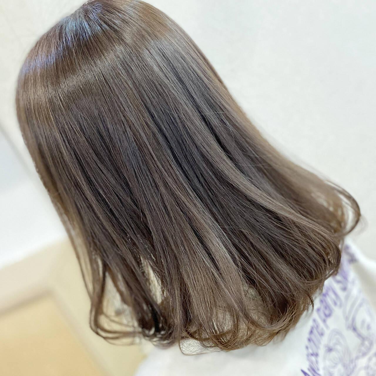 ガーリー セミロング 艶髪 ミルクティーグレージュヘアスタイルや髪型の写真・画像
