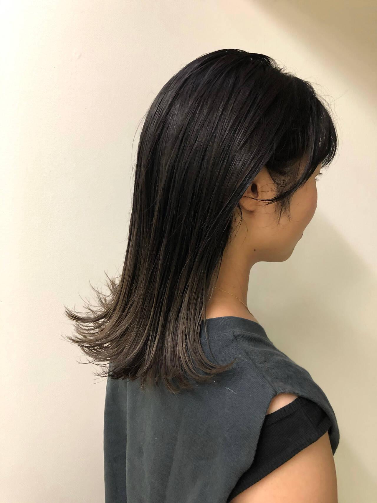 切りっぱなしボブ モード ミディアム グレージュヘアスタイルや髪型の写真・画像