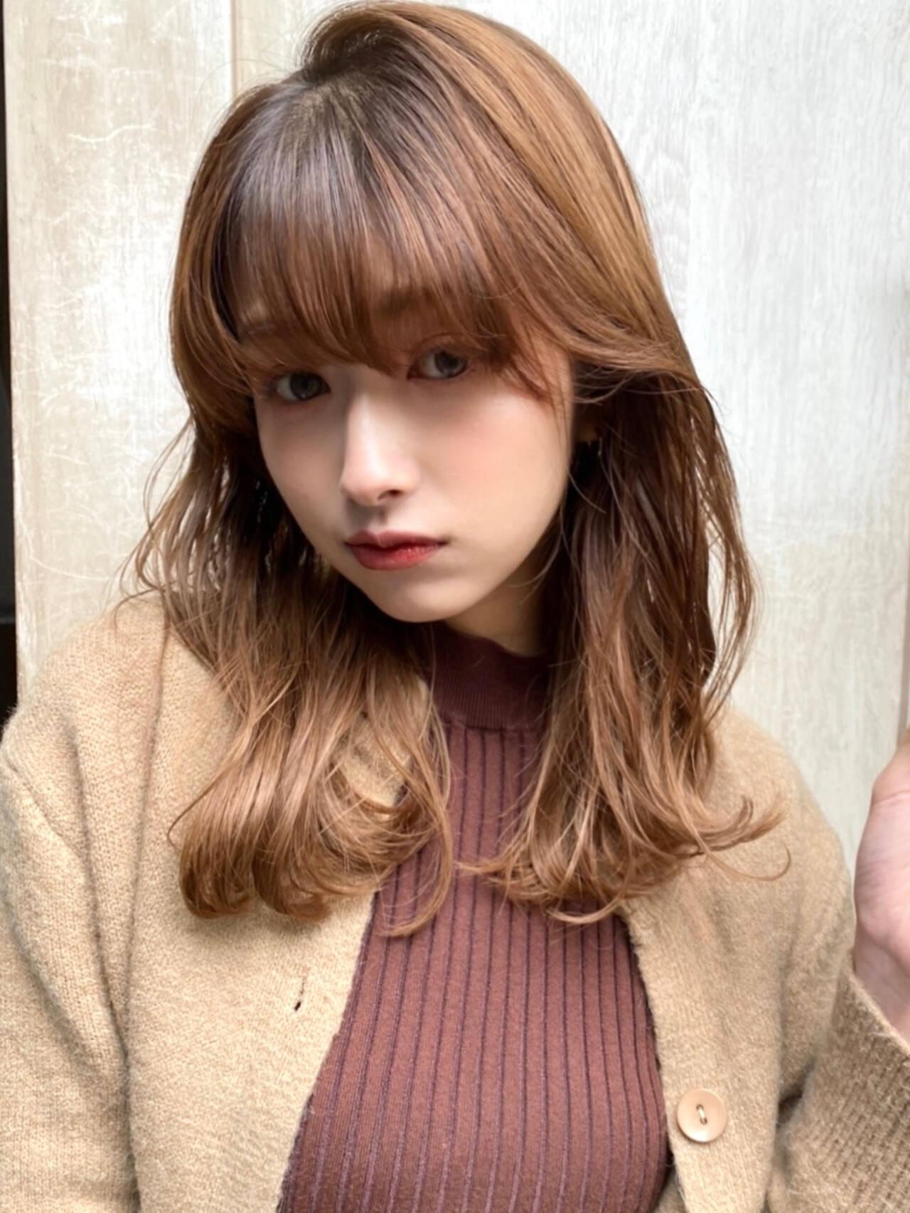 伸ばしかけ 小顔 ゆるふわ ミディアムヘアスタイルや髪型の写真・画像