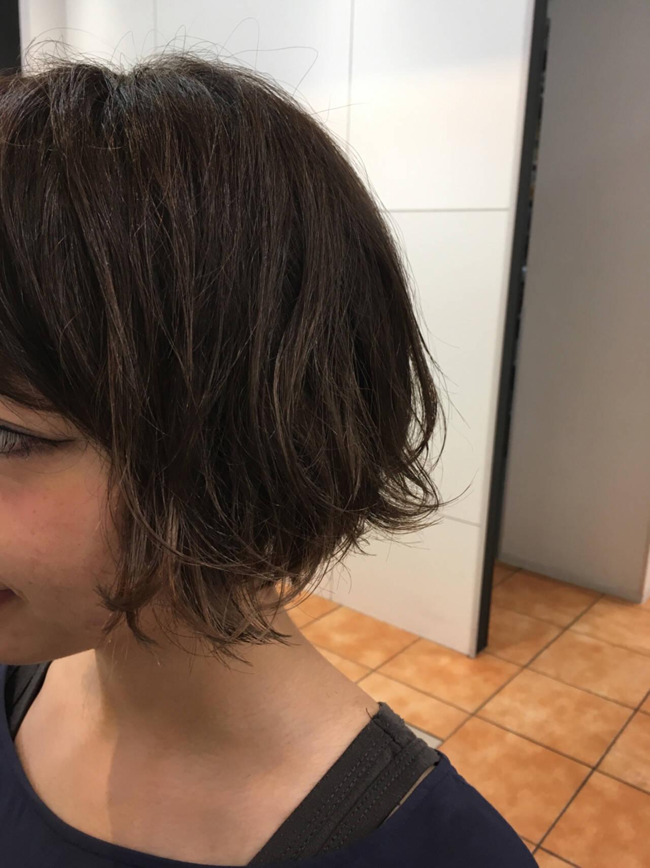ショート ストリート グレージュ アッシュグレージュヘアスタイルや髪型の写真・画像