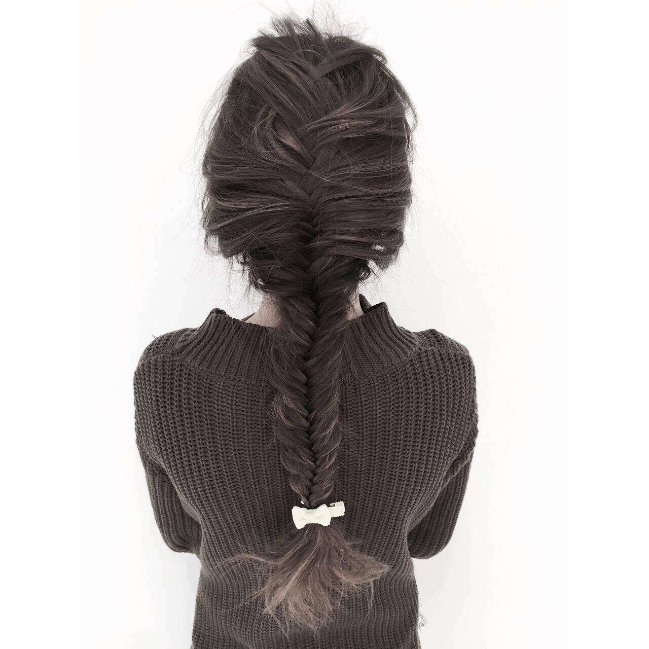 編み込み ヘアアレンジ ストリート フィッシュボーンヘアスタイルや髪型の写真・画像