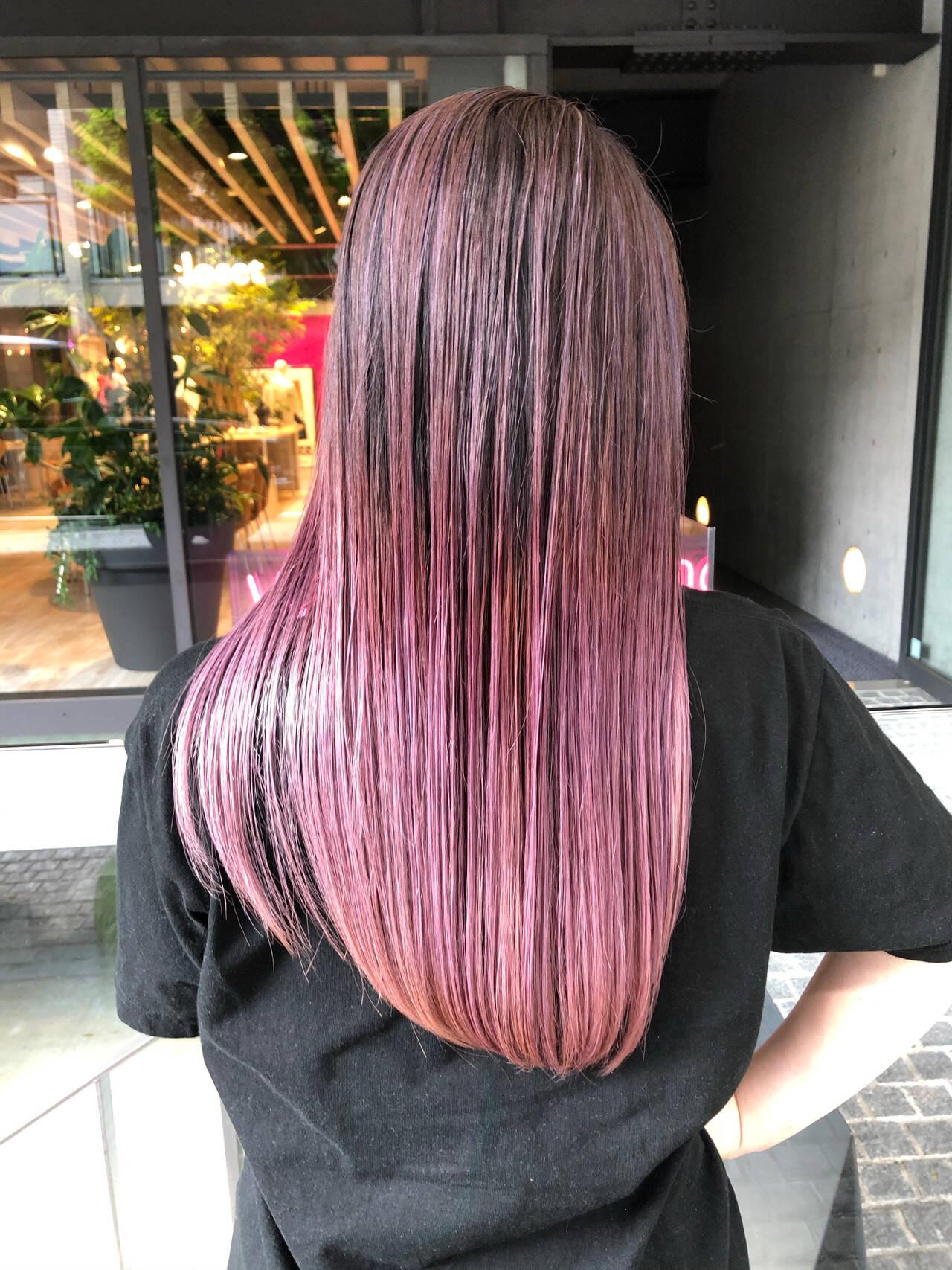 ピンクアッシュ ピンクパープル ストリート ロングヘアスタイルや髪型の写真・画像