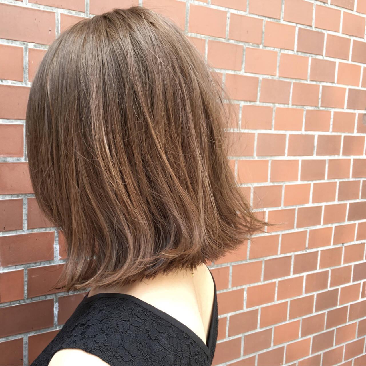 前下がり グレージュ ウェットヘア ストリートヘアスタイルや髪型の写真・画像