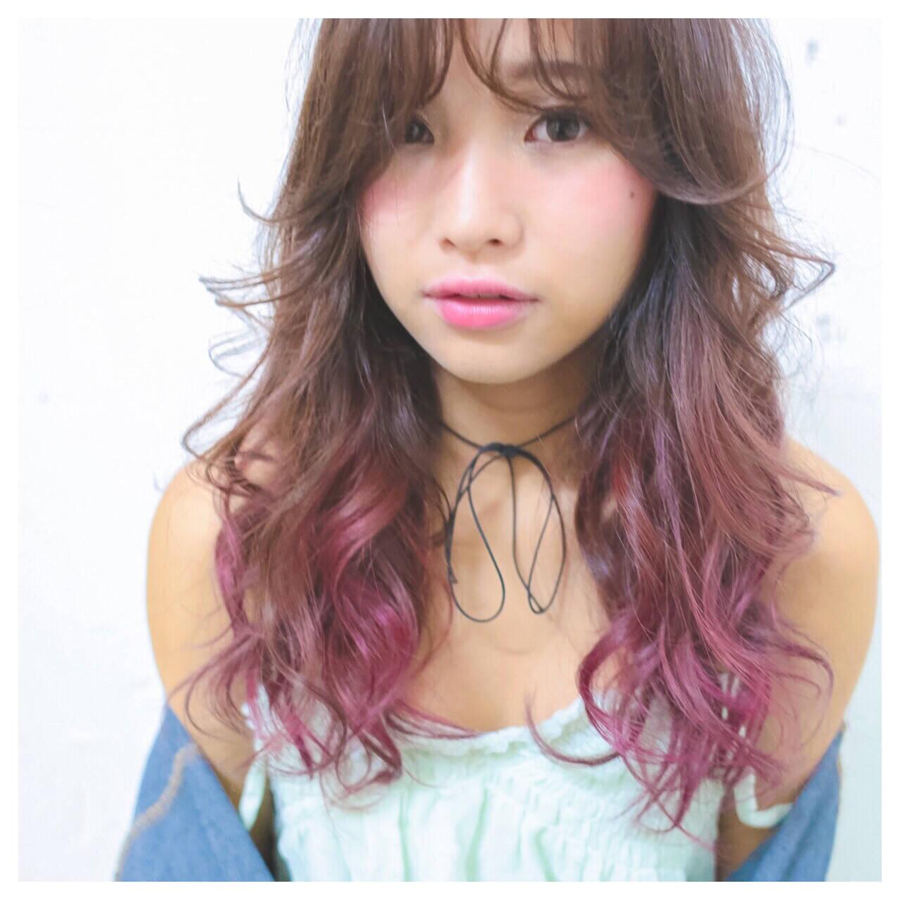 ピンク 外国人風 グラデーションカラー 前髪ありヘアスタイルや髪型の写真・画像