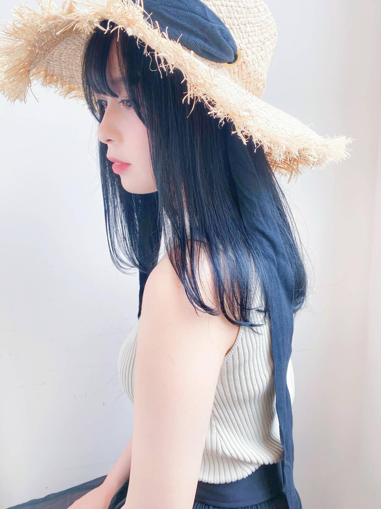 ブルーブラック ブルーアッシュ ナチュラル セミロングヘアスタイルや髪型の写真・画像