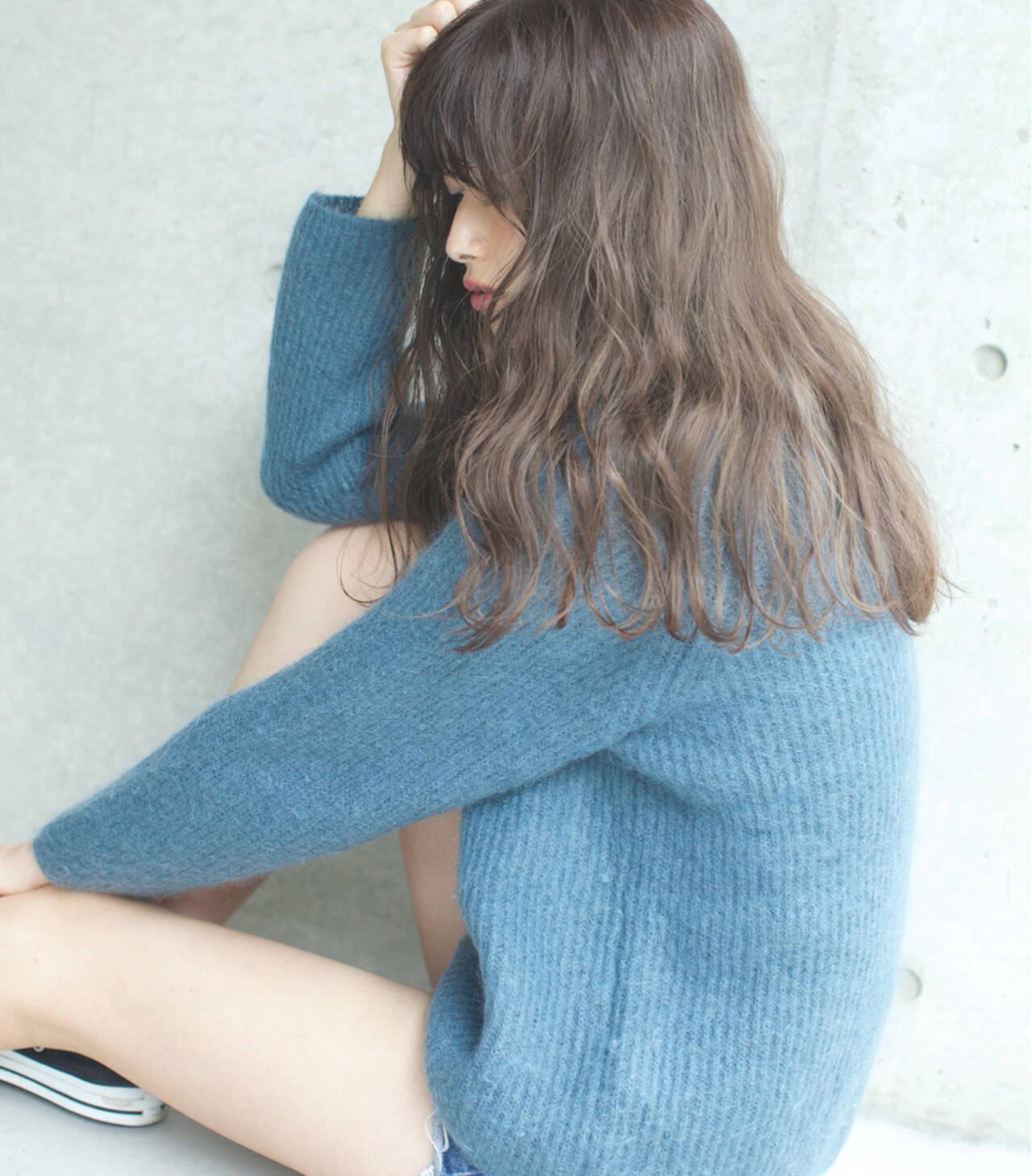 外国人風カラー ハイライト リラックス アンニュイヘアスタイルや髪型の写真・画像