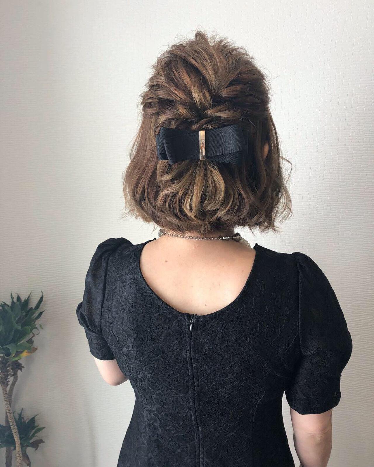 フェミニン ハーフアップ ねじり ボブヘアスタイルや髪型の写真・画像