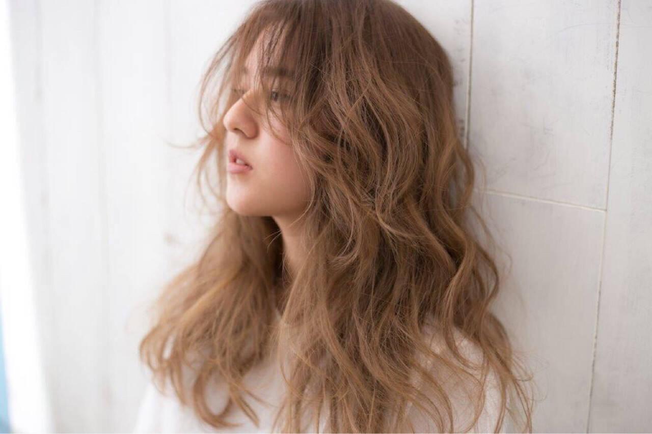 外国人風カラー センターパート ロング ナチュラルヘアスタイルや髪型の写真・画像
