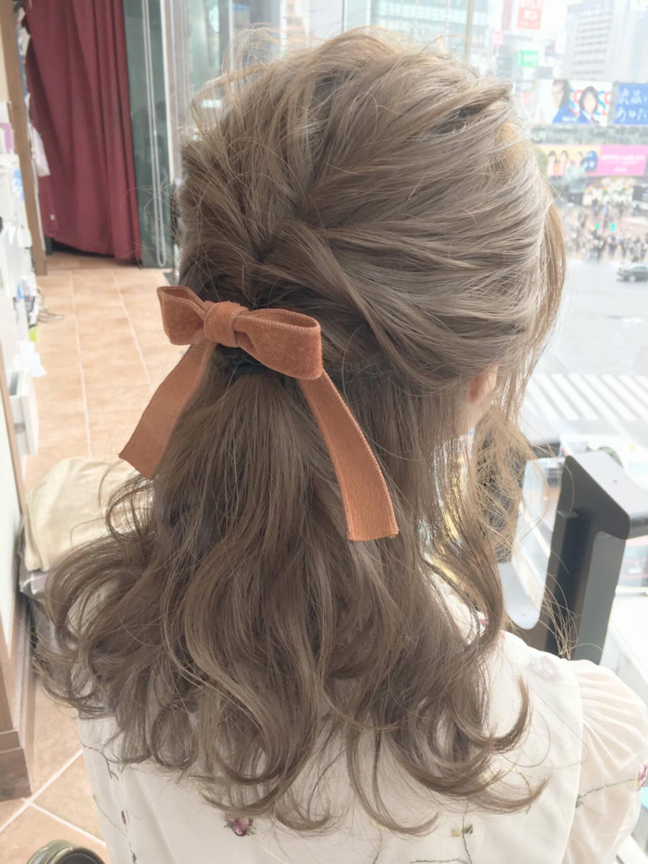 セルフヘアアレンジ ミルクティー ハイライト フェミニンヘアスタイルや髪型の写真・画像