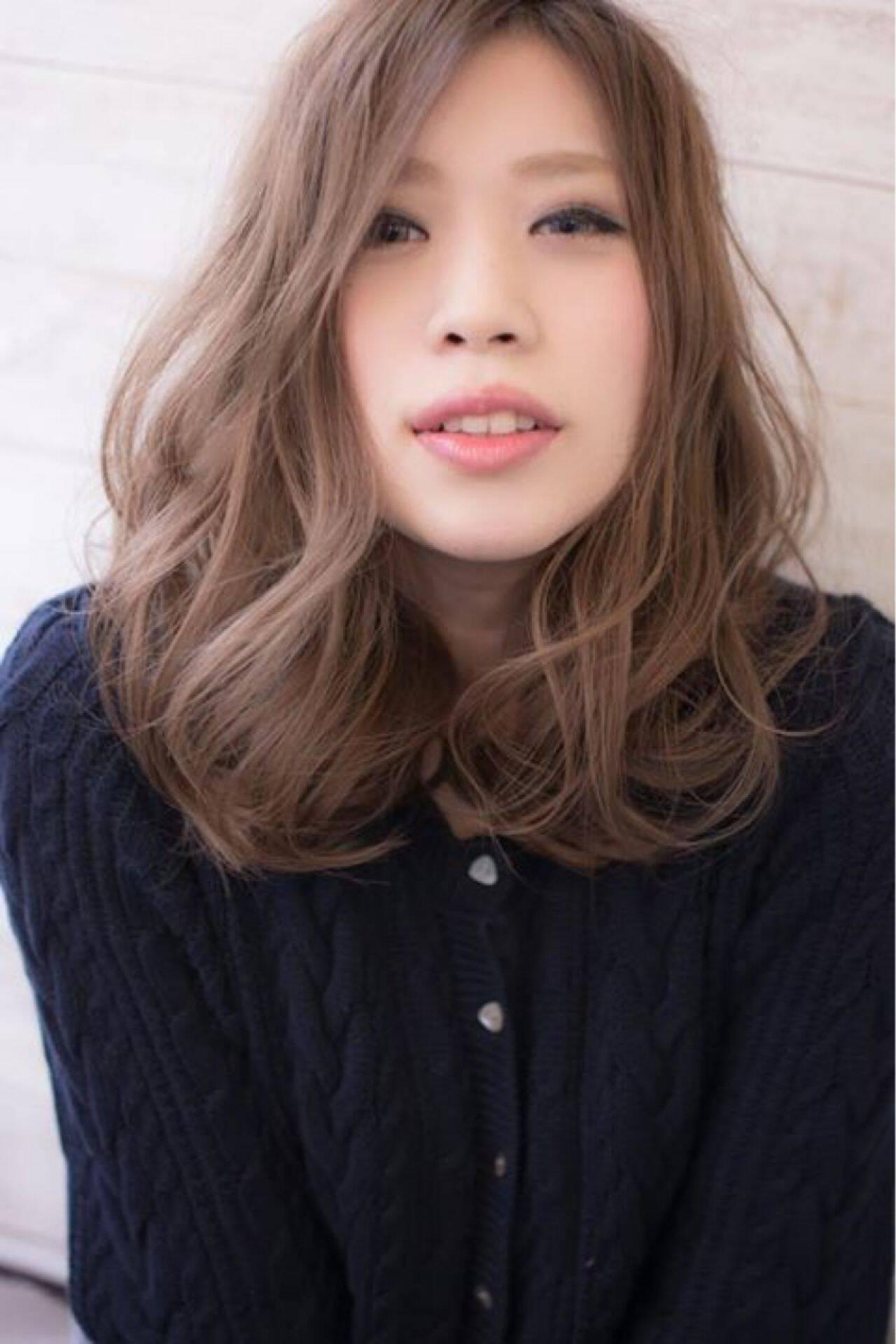 ゆるふわ ウェーブ ミディアム 秋ヘアスタイルや髪型の写真・画像