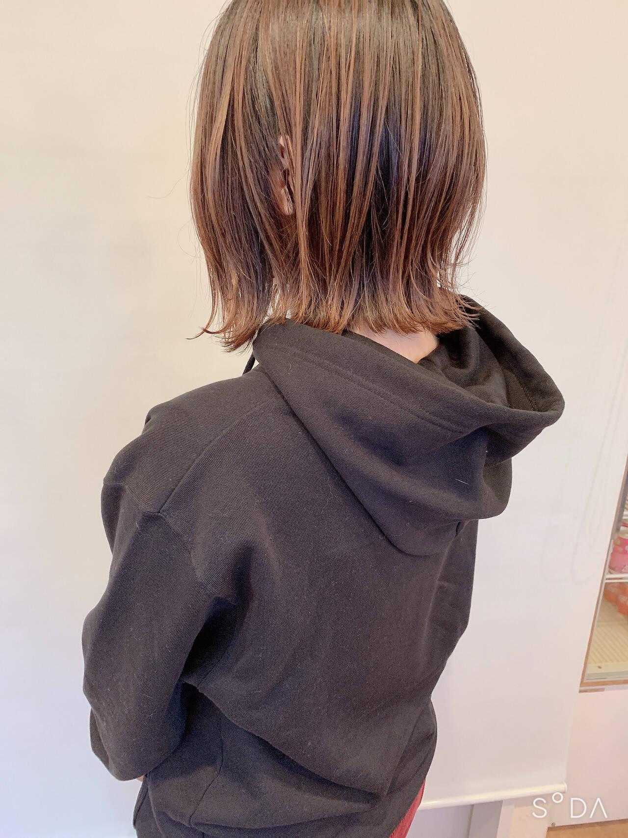 ショートボブ 切りっぱなしボブ ナチュラル ボブヘアスタイルや髪型の写真・画像
