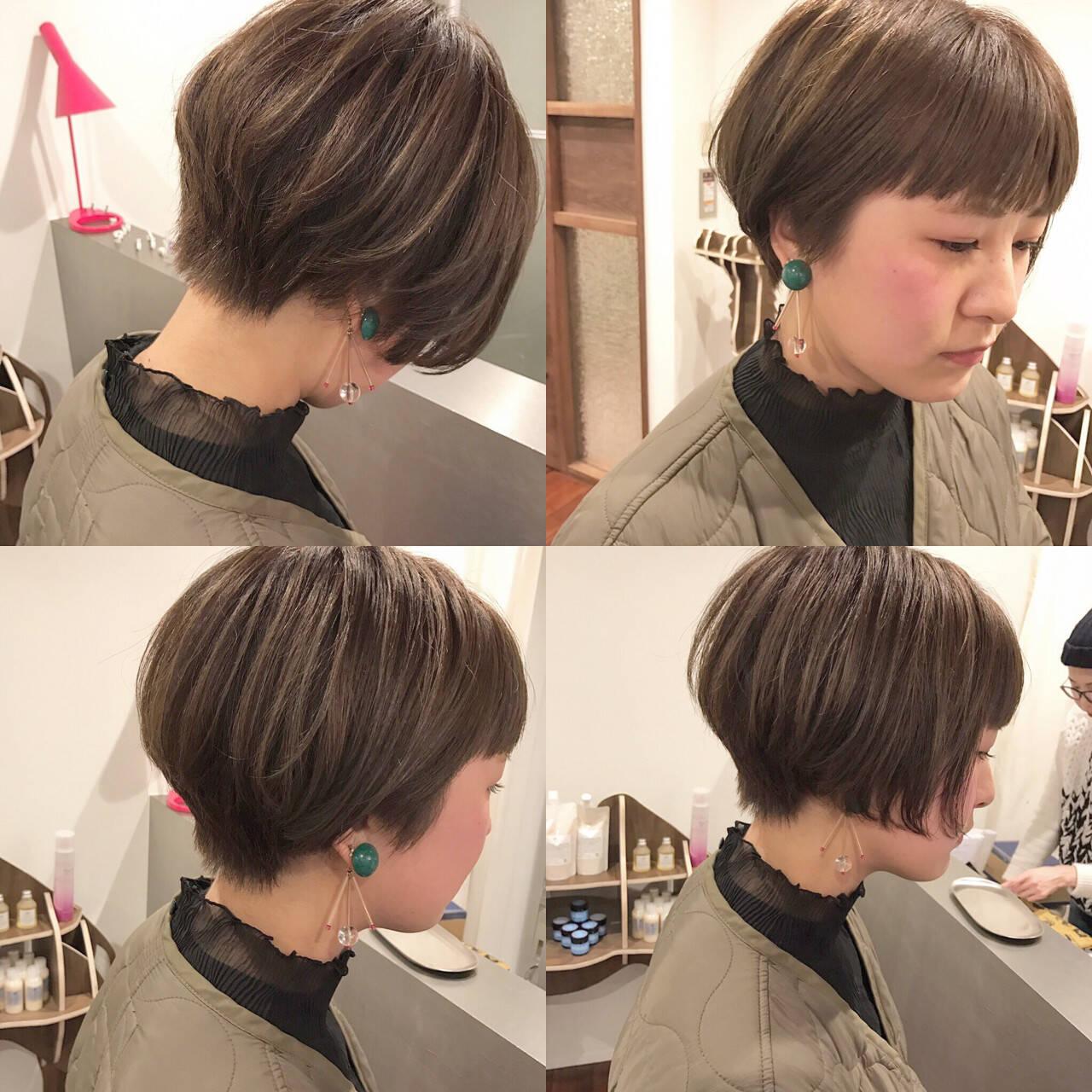 ボブ アッシュ ハイライト 前下がりヘアスタイルや髪型の写真・画像