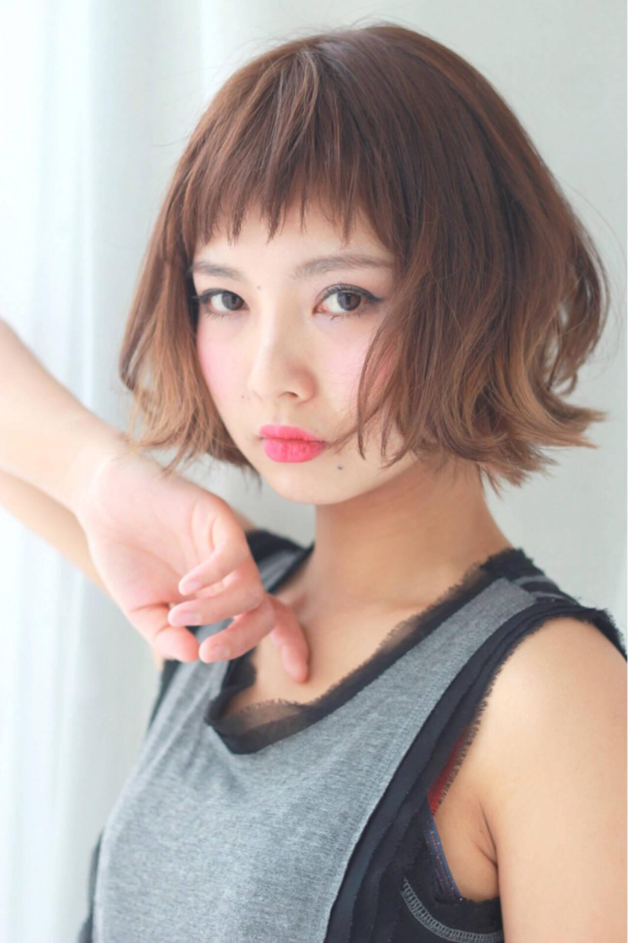 ショートボブ オン眉 フェミニン ナチュラルヘアスタイルや髪型の写真・画像