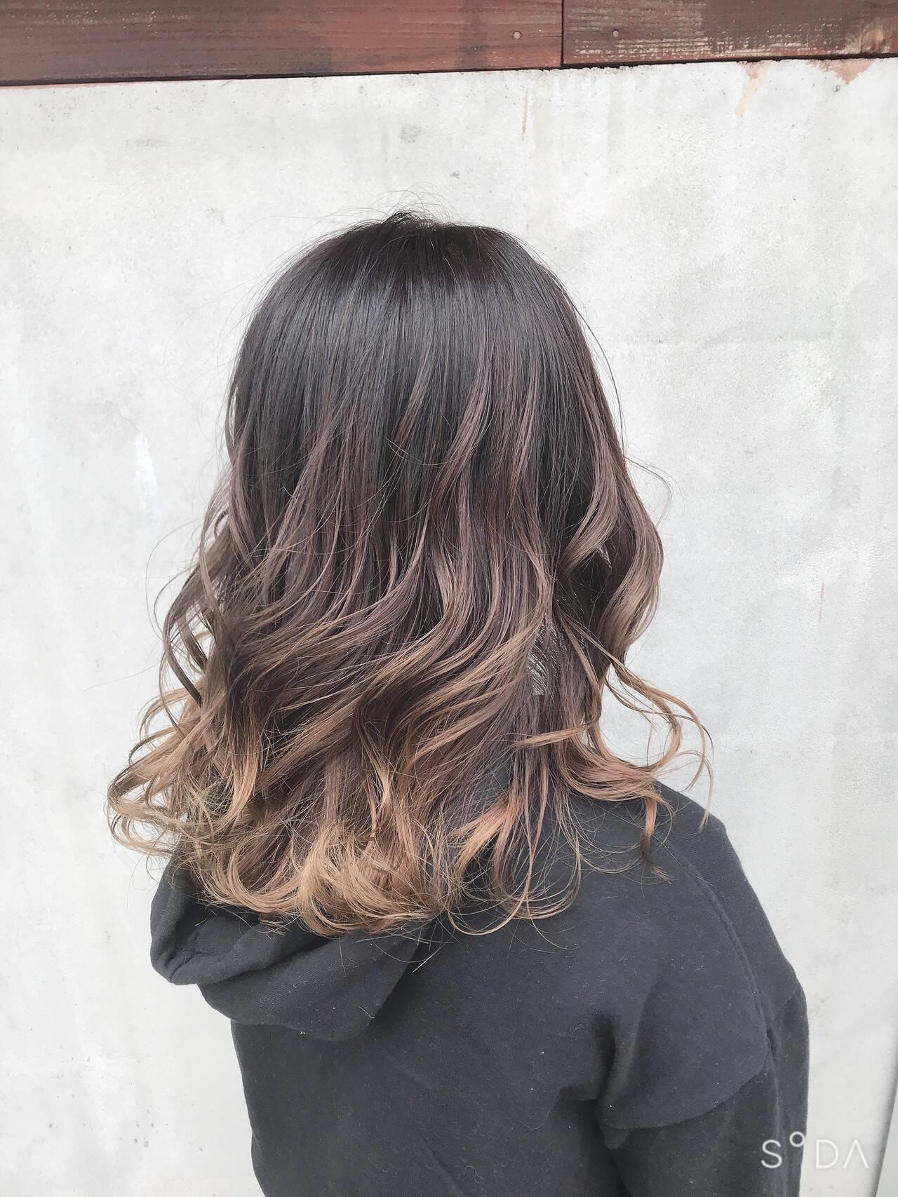 ナチュラルグラデーション アッシュグラデーション グラデーションカラー バレイヤージュヘアスタイルや髪型の写真・画像
