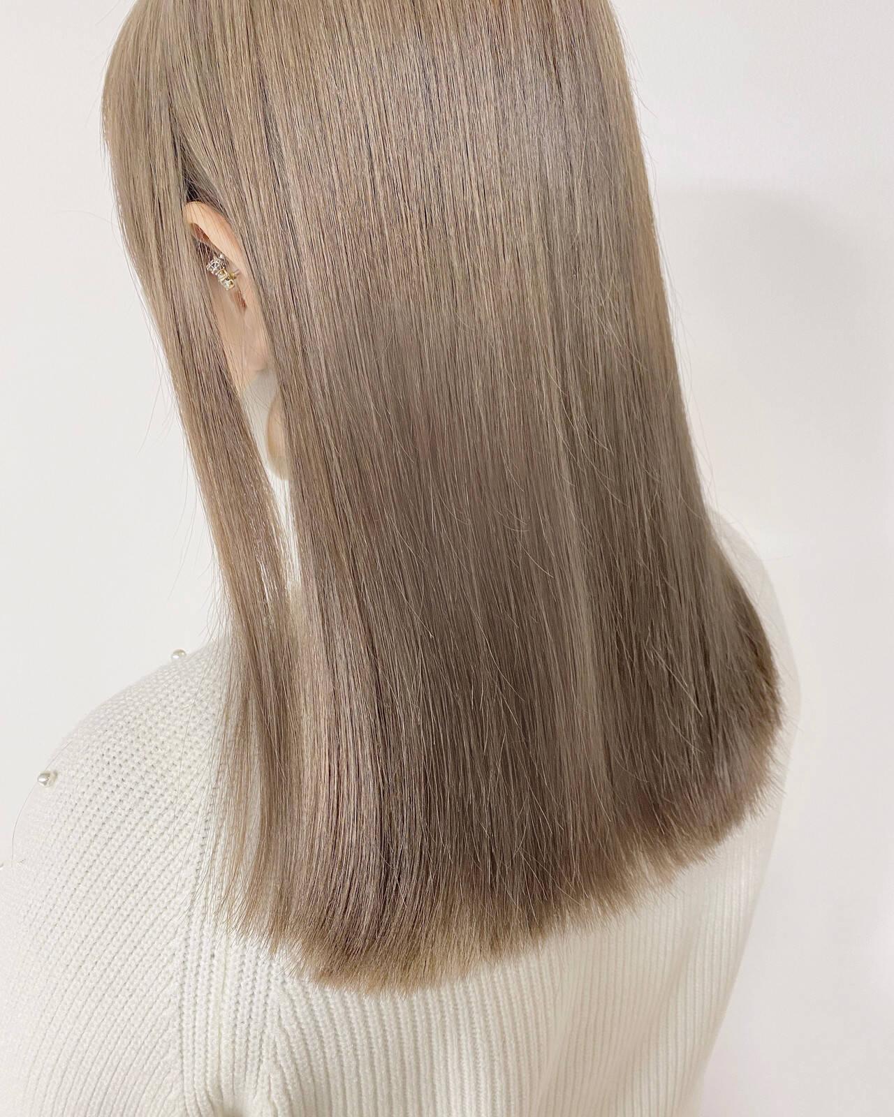 ホワイトベージュ ショートボブ ブリーチ必須 セミロングヘアスタイルや髪型の写真・画像
