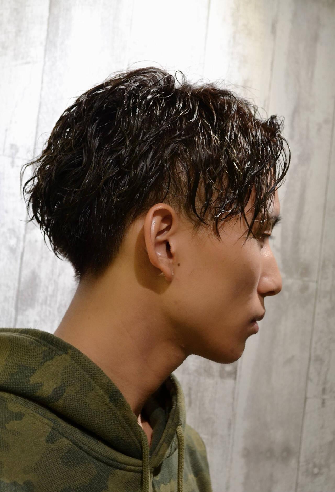 メンズパーマ スパイラルパーマ ツーブロック ショートヘアスタイルや髪型の写真・画像