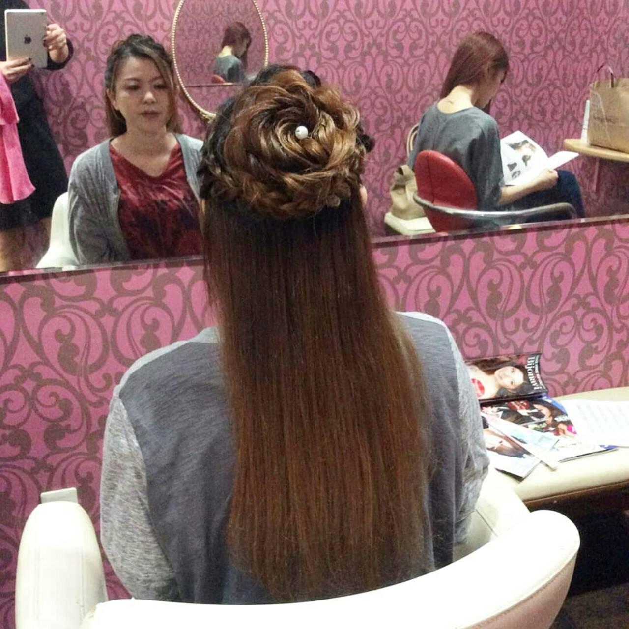 フェミニン ヘアアレンジ 編み込み 花ヘアスタイルや髪型の写真・画像