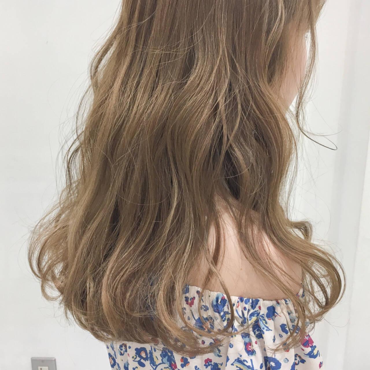 グレージュ ヌーディーベージュ アッシュ 外国人風カラーヘアスタイルや髪型の写真・画像