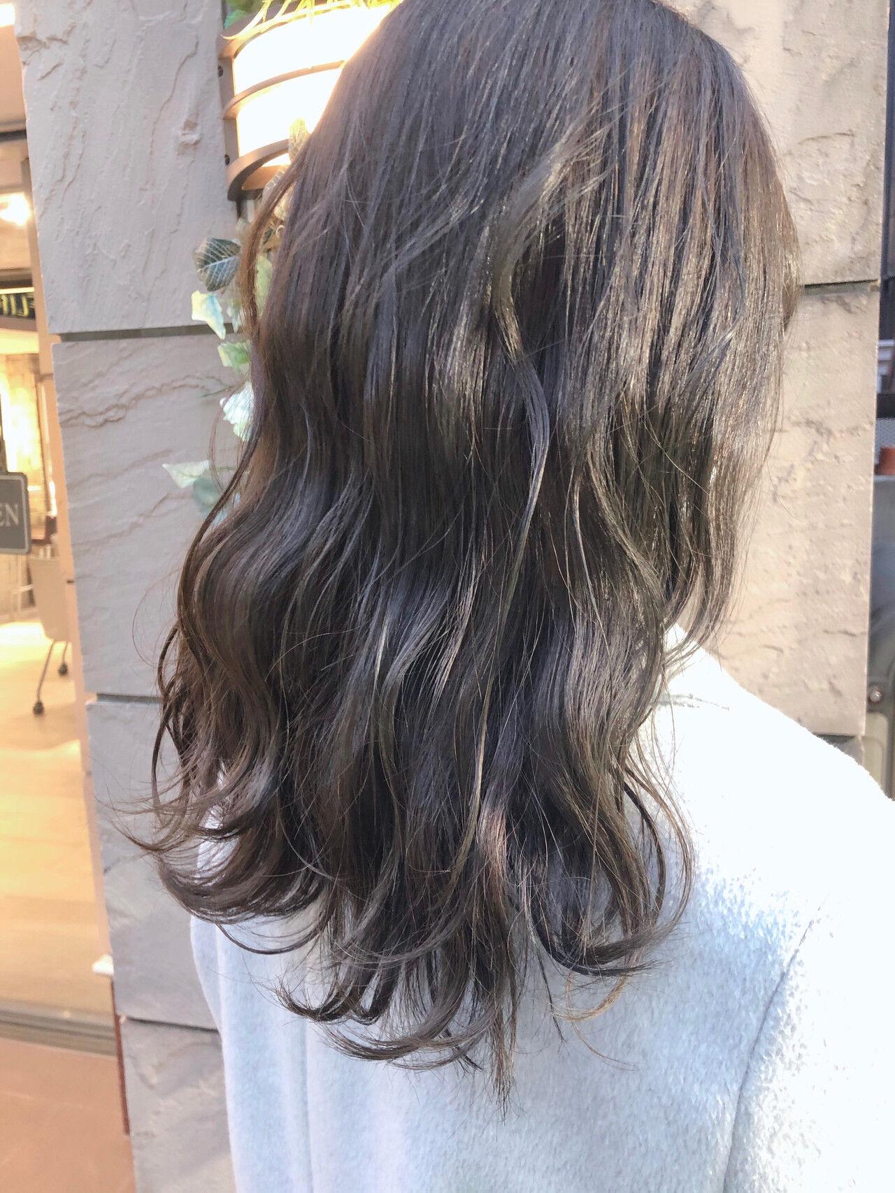 ミルクティーベージュ ツヤ髪 伸ばしかけ ナチュラルヘアスタイルや髪型の写真・画像