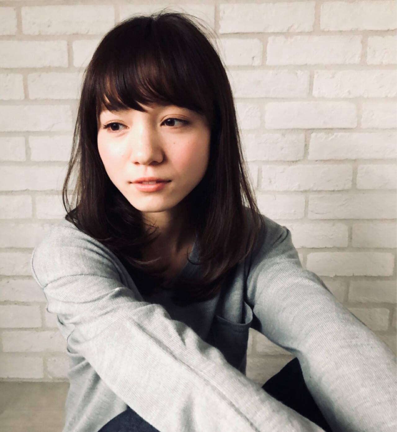 ミディアム アンニュイ 簡単ヘアアレンジ オフィスヘアスタイルや髪型の写真・画像