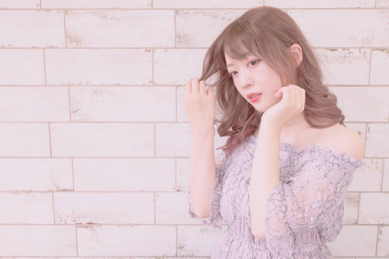 バレイヤージュ イルミナカラー ピンク フェミニンヘアスタイルや髪型の写真・画像