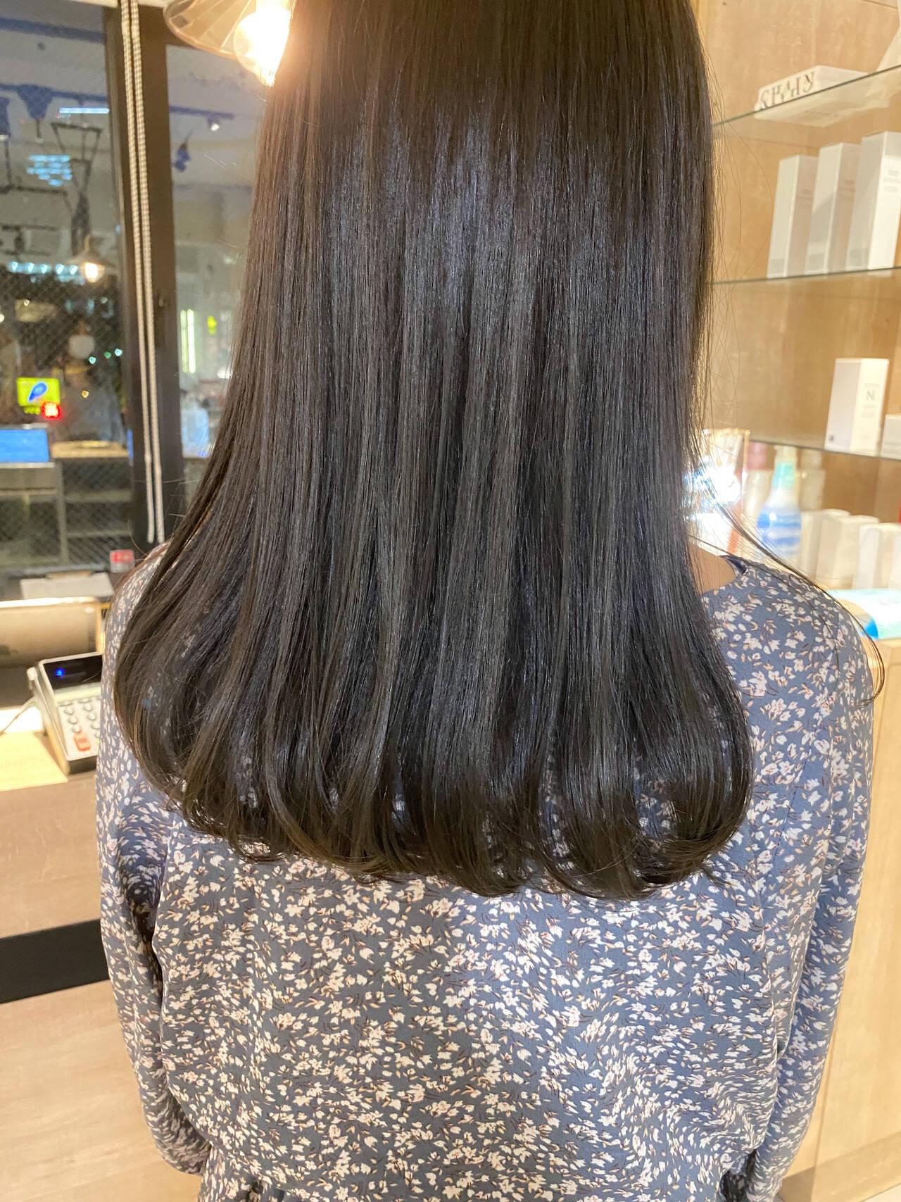 透明感カラー ミディアム アッシュベージュ グレージュヘアスタイルや髪型の写真・画像