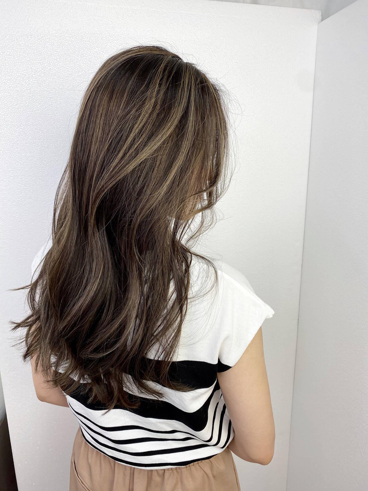 バレイヤージュ ロング 透明感 ナチュラルヘアスタイルや髪型の写真・画像