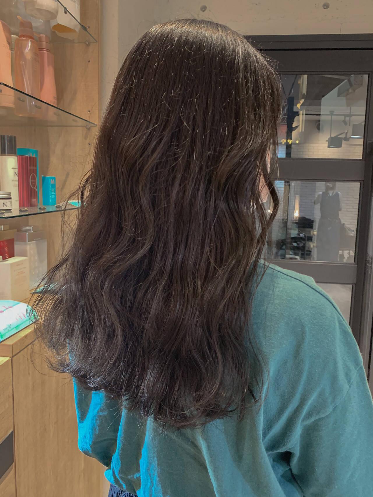 オリーブグレージュ グレージュ セミロング 韓国ヘアヘアスタイルや髪型の写真・画像