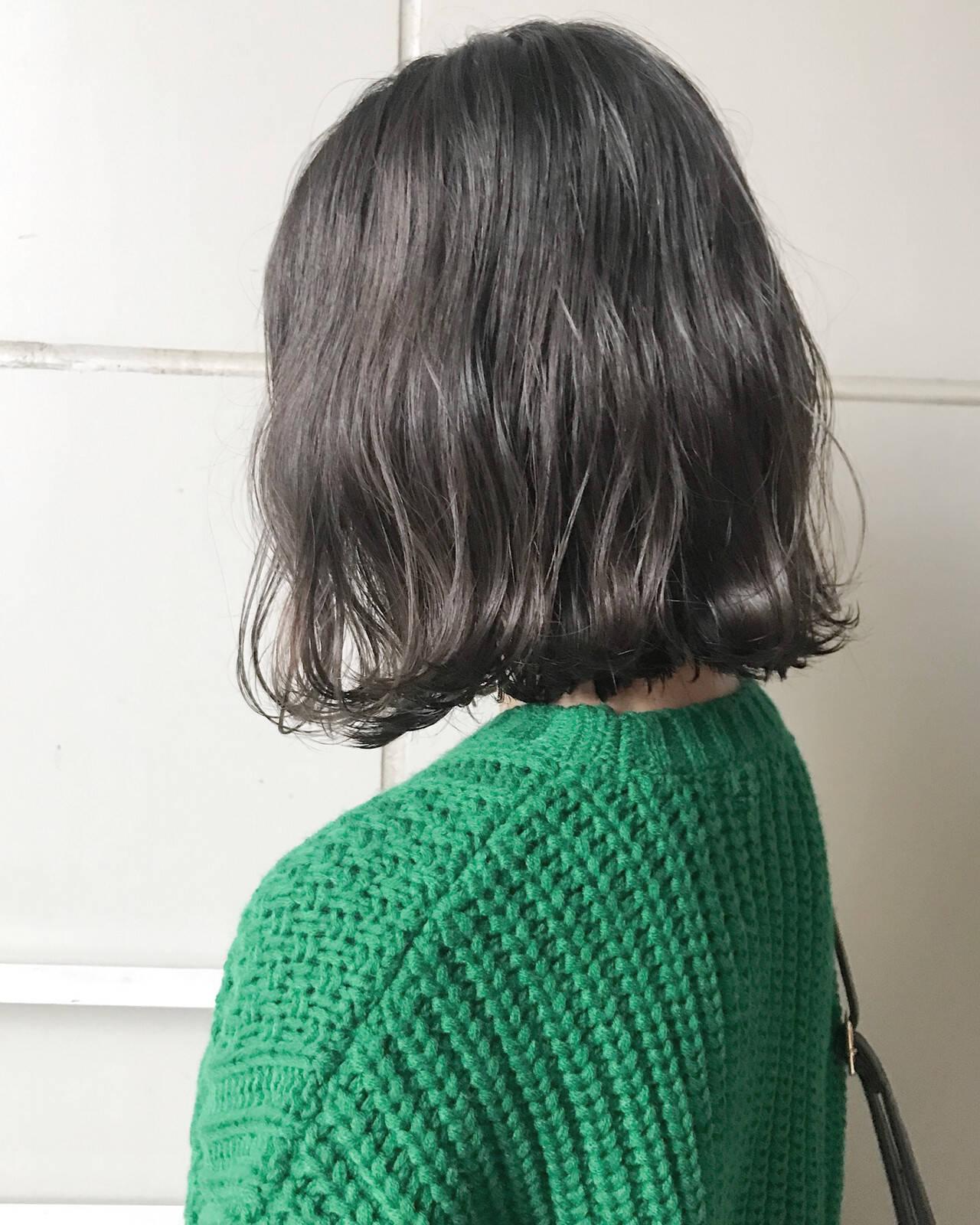 エフォートレス フェミニン 暗髪 グレーヘアスタイルや髪型の写真・画像