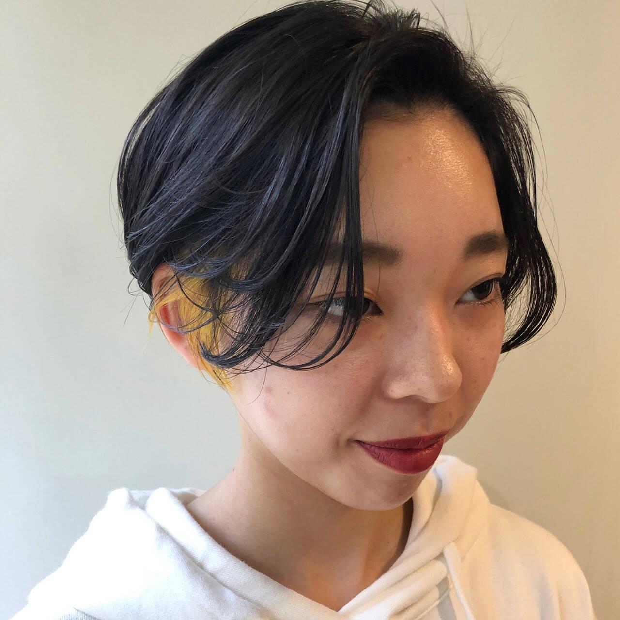 ハンサムショート ポイントカラー イヤリングカラー イエローヘアスタイルや髪型の写真・画像