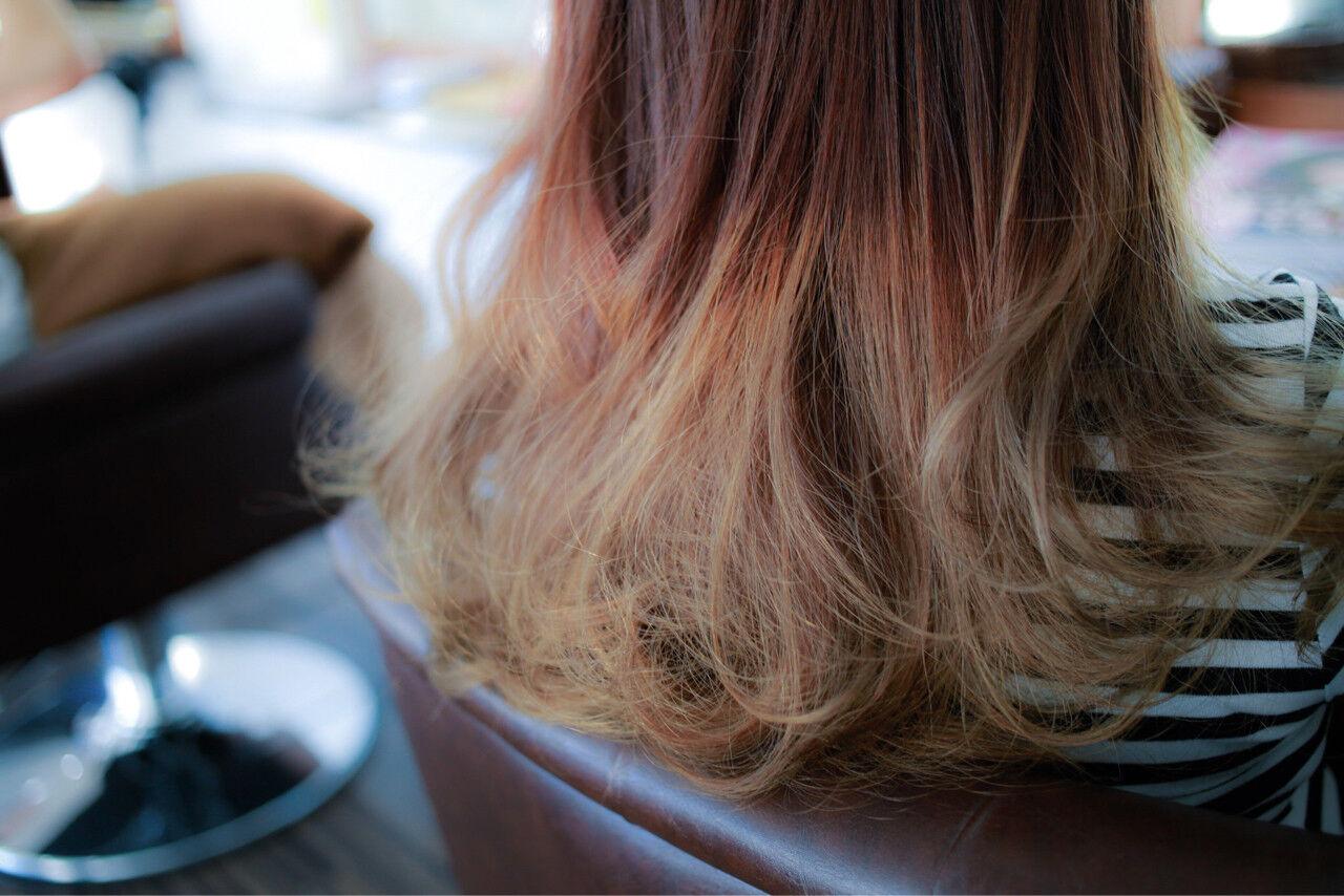 グラデーションカラー ダブルカラー アッシュグラデーション ミディアムヘアスタイルや髪型の写真・画像