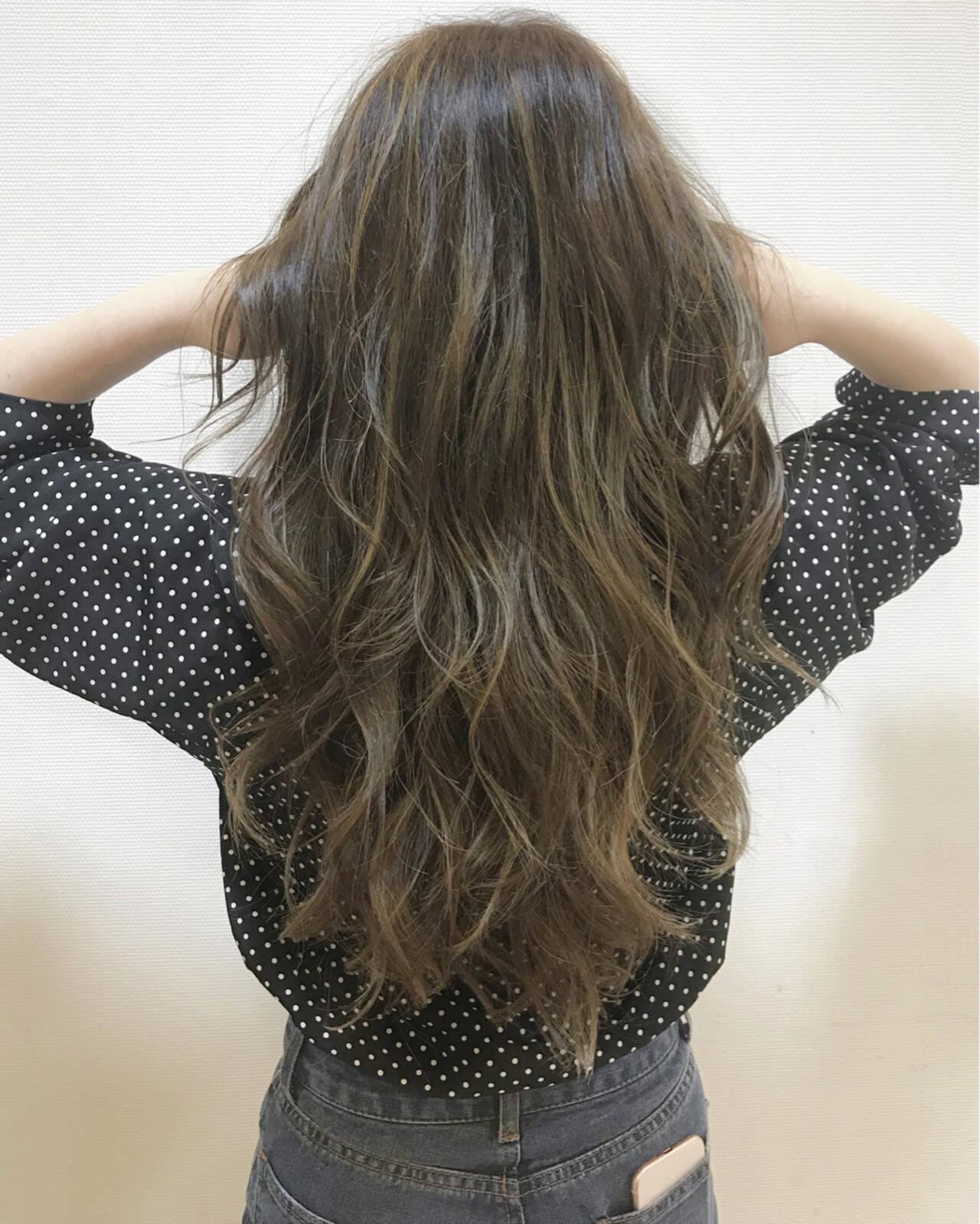 外国人風 ハイライト ロング アッシュヘアスタイルや髪型の写真・画像