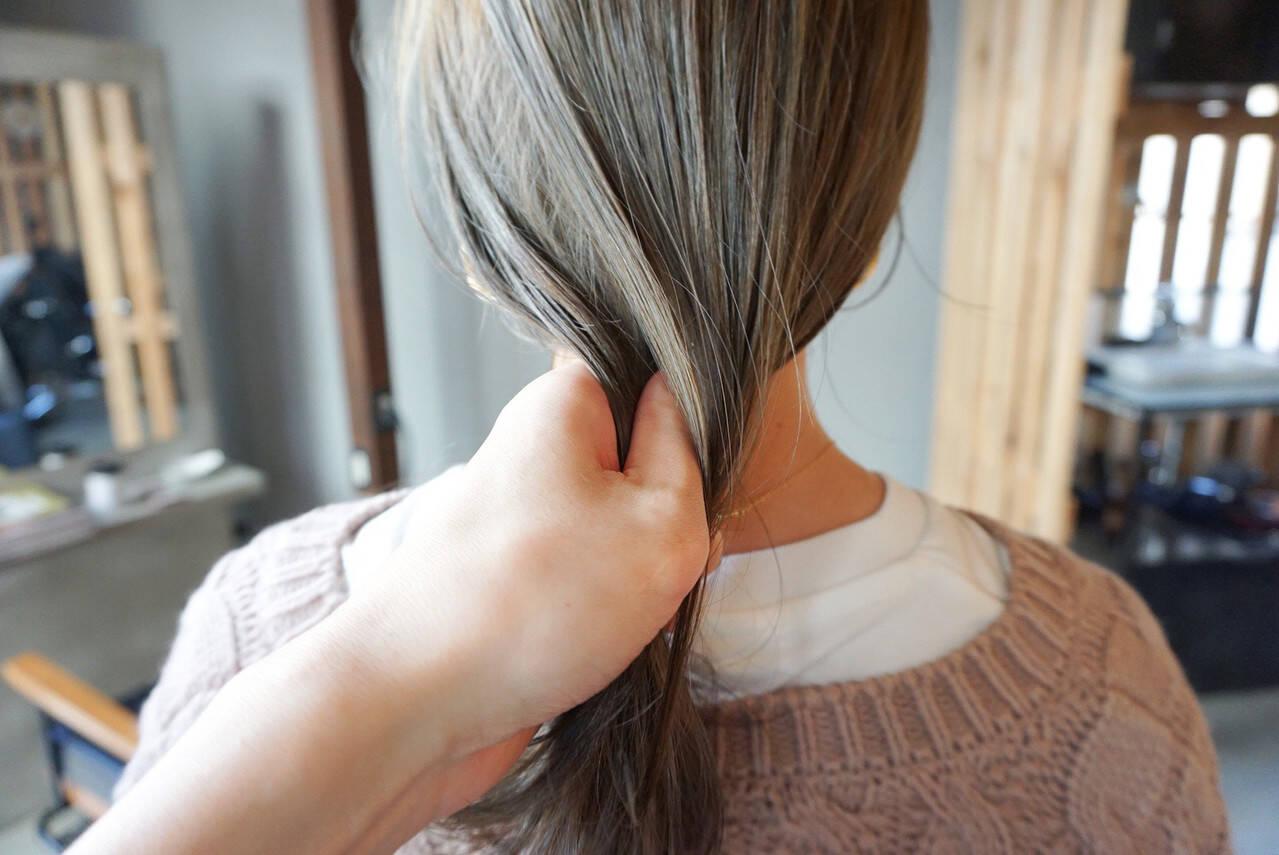 地毛風カラー くすみカラー 透明感カラー ナチュラルヘアスタイルや髪型の写真・画像