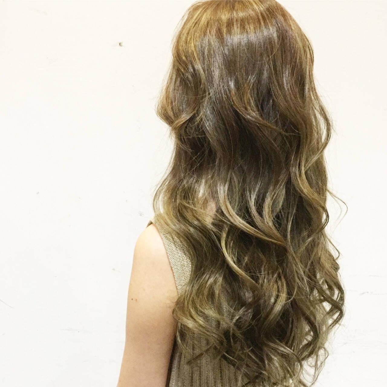 グラデーションカラー 外国人風 ベージュ ロングヘアスタイルや髪型の写真・画像