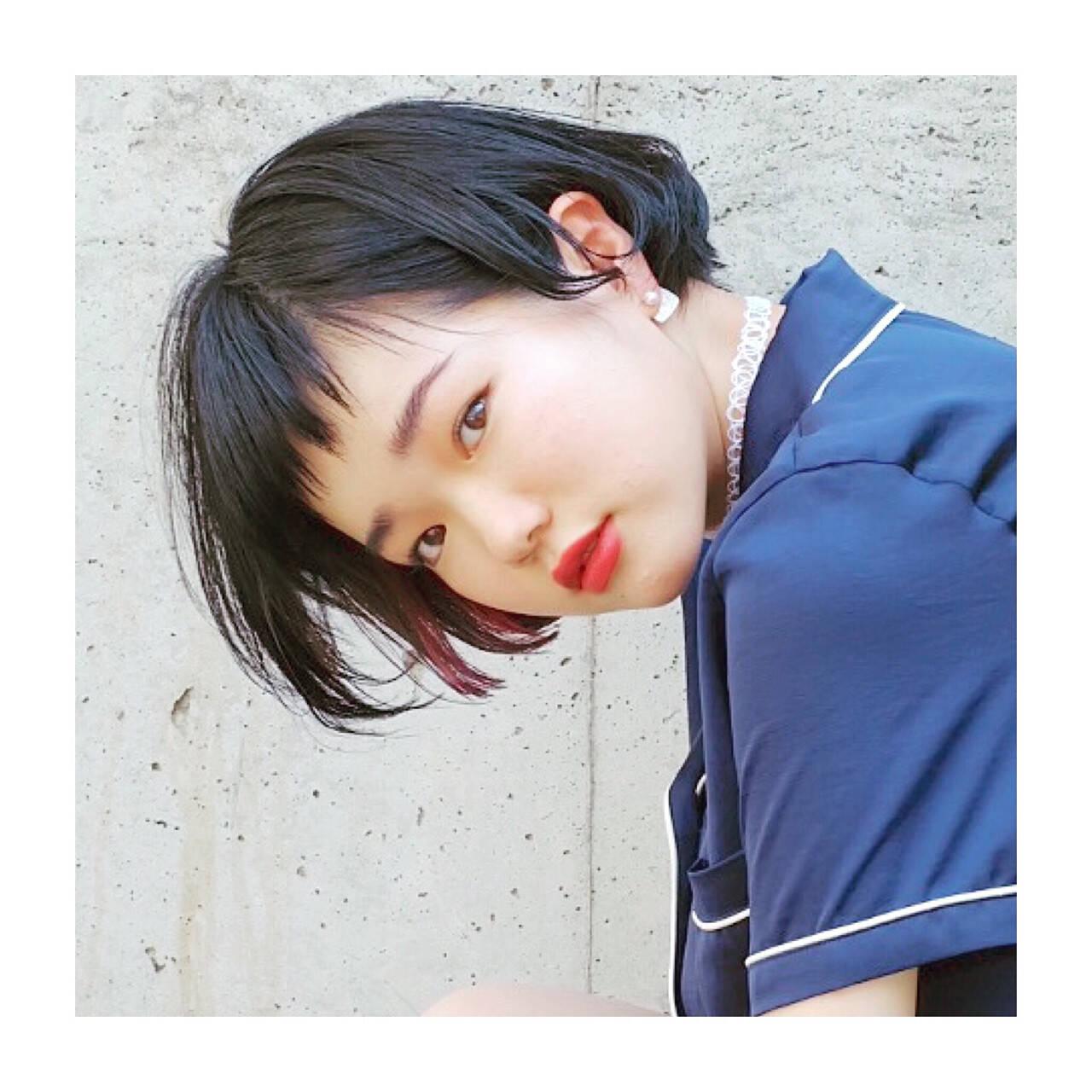 インナーカラー 黒髪 ストリート ピンクヘアスタイルや髪型の写真・画像