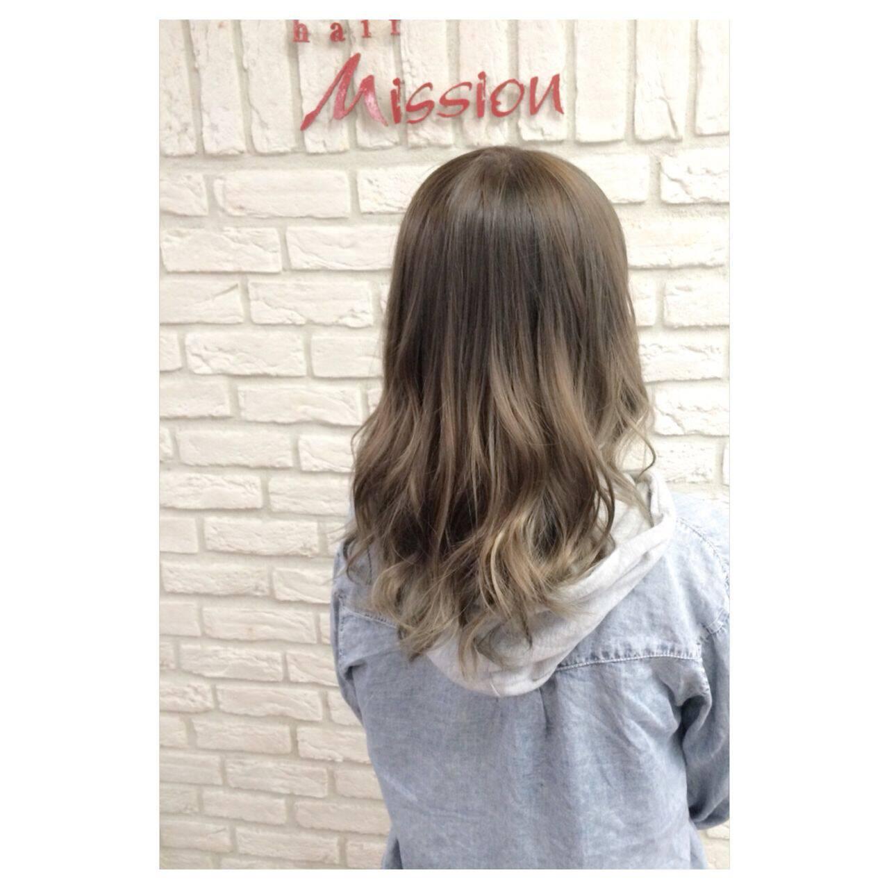 アッシュグラデーション 外国人風 ハイライト ミディアムヘアスタイルや髪型の写真・画像