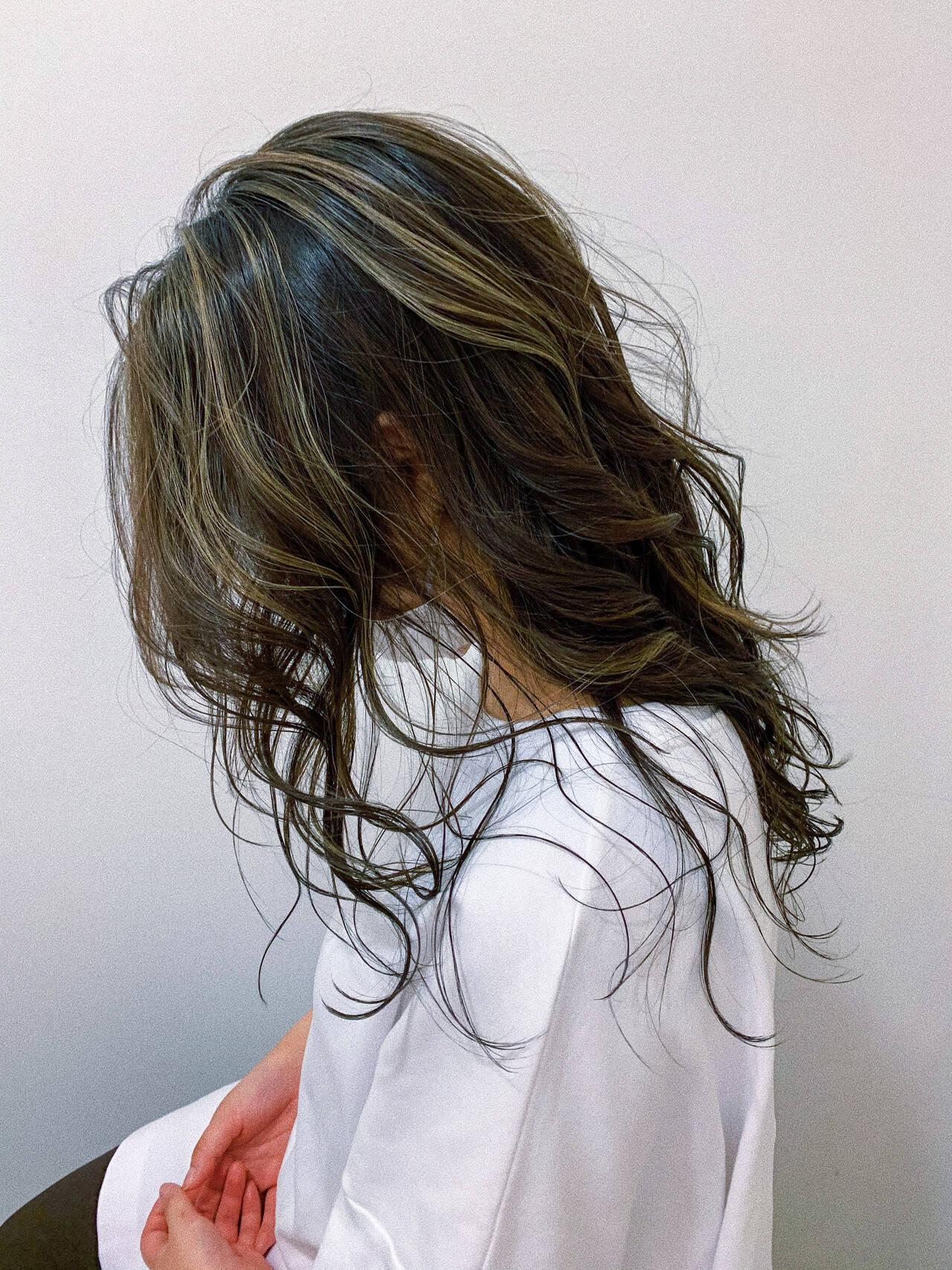 コントラストハイライト グラデーションカラー セミロング ハイライトヘアスタイルや髪型の写真・画像