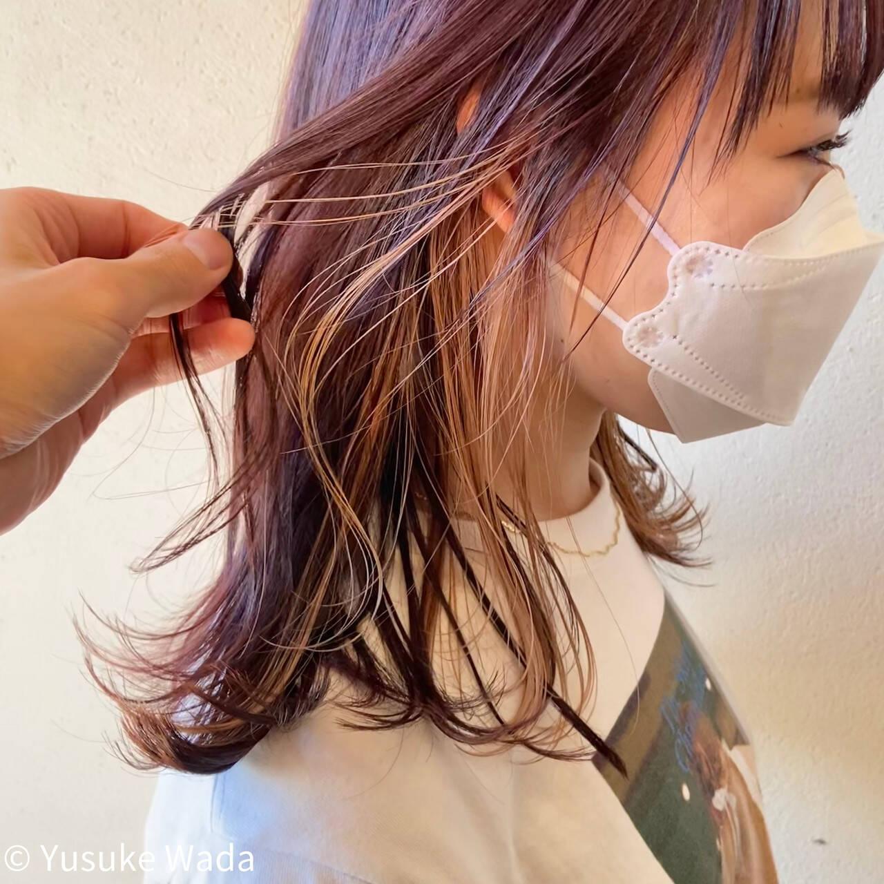 インナーカラー ピンクパープル ピンク ミディアムヘアスタイルや髪型の写真・画像