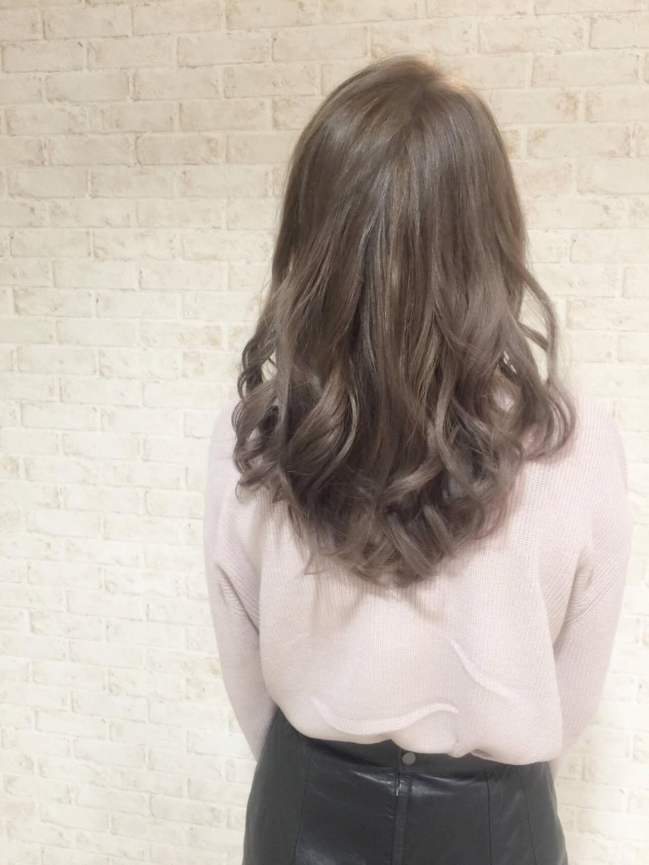 グレージュ ミディアム アッシュ アッシュグレージュヘアスタイルや髪型の写真・画像