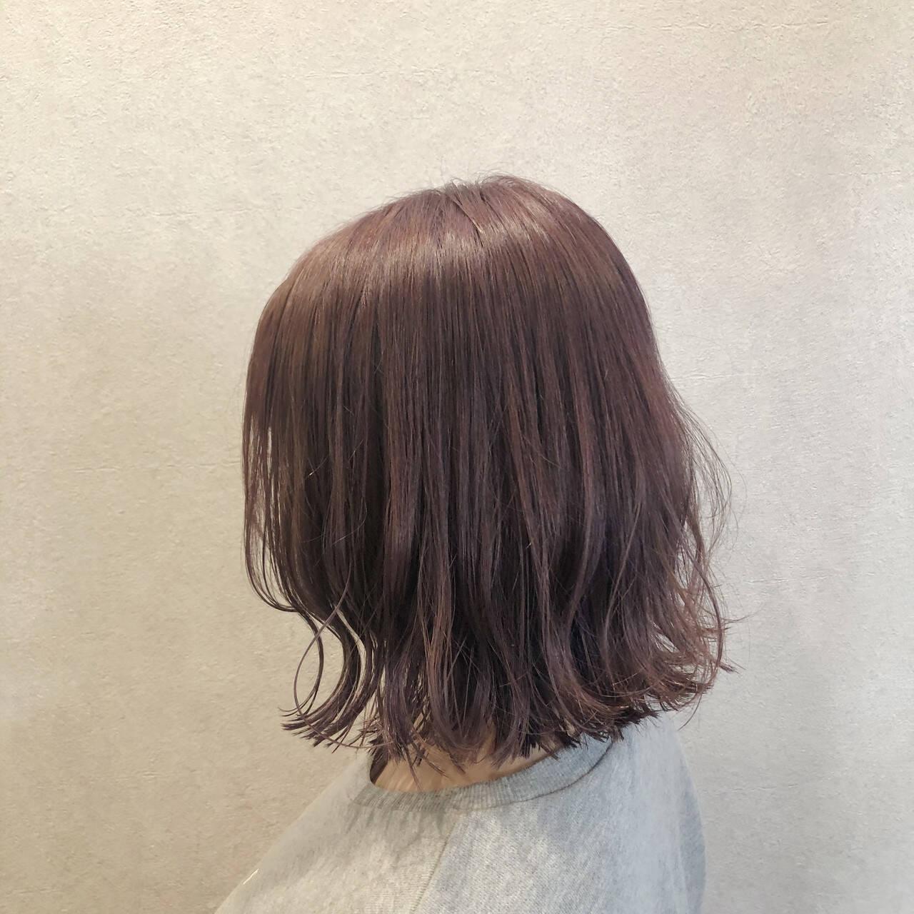 波巻き ミルクティーベージュ ラベンダー ナチュラルヘアスタイルや髪型の写真・画像
