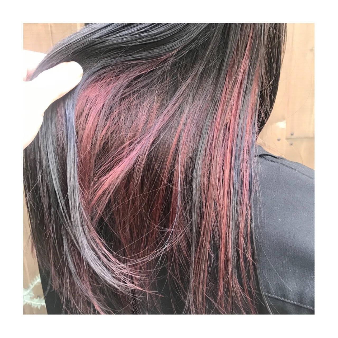 ツヤ髪 インナーカラーレッド インナーカラー ナチュラルヘアスタイルや髪型の写真・画像