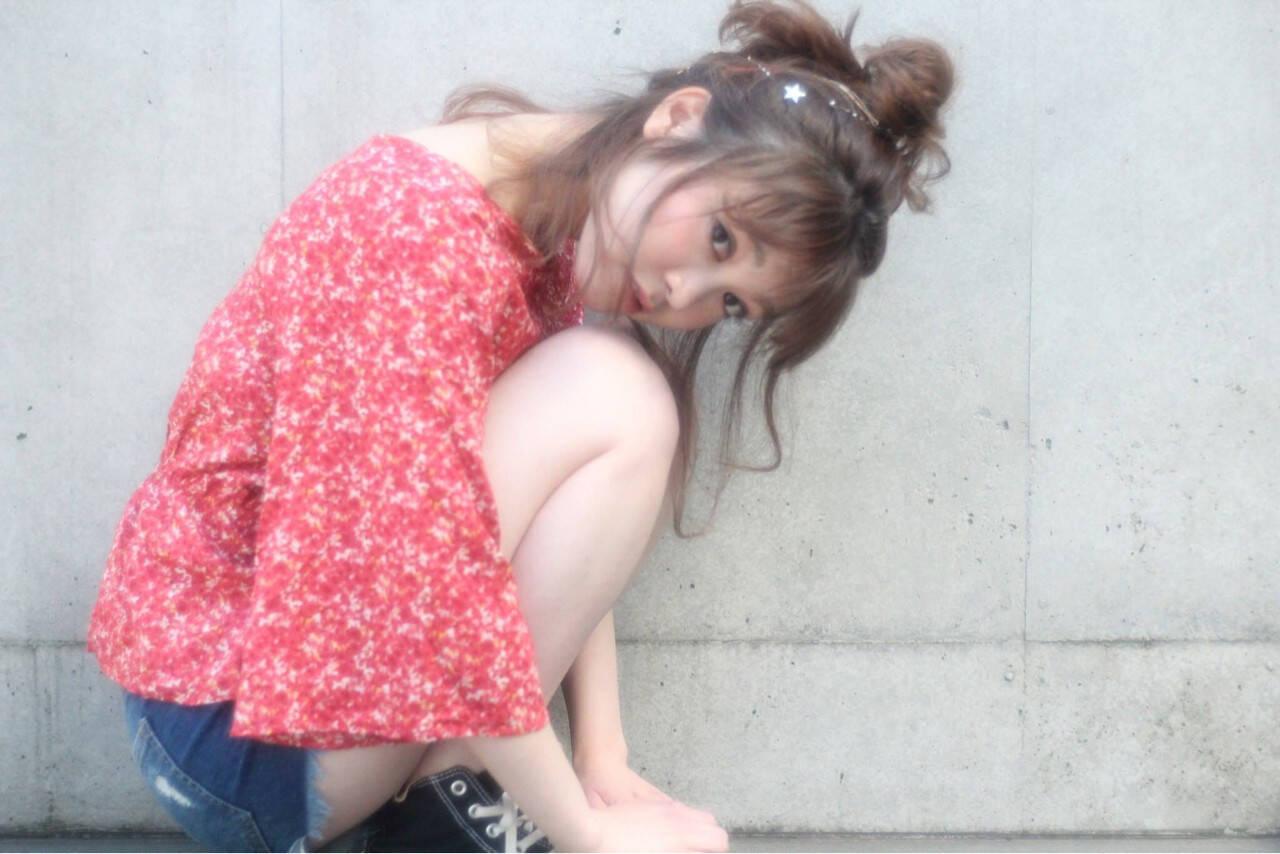 アウトドア ヘアアレンジ ミディアム お団子ヘアスタイルや髪型の写真・画像