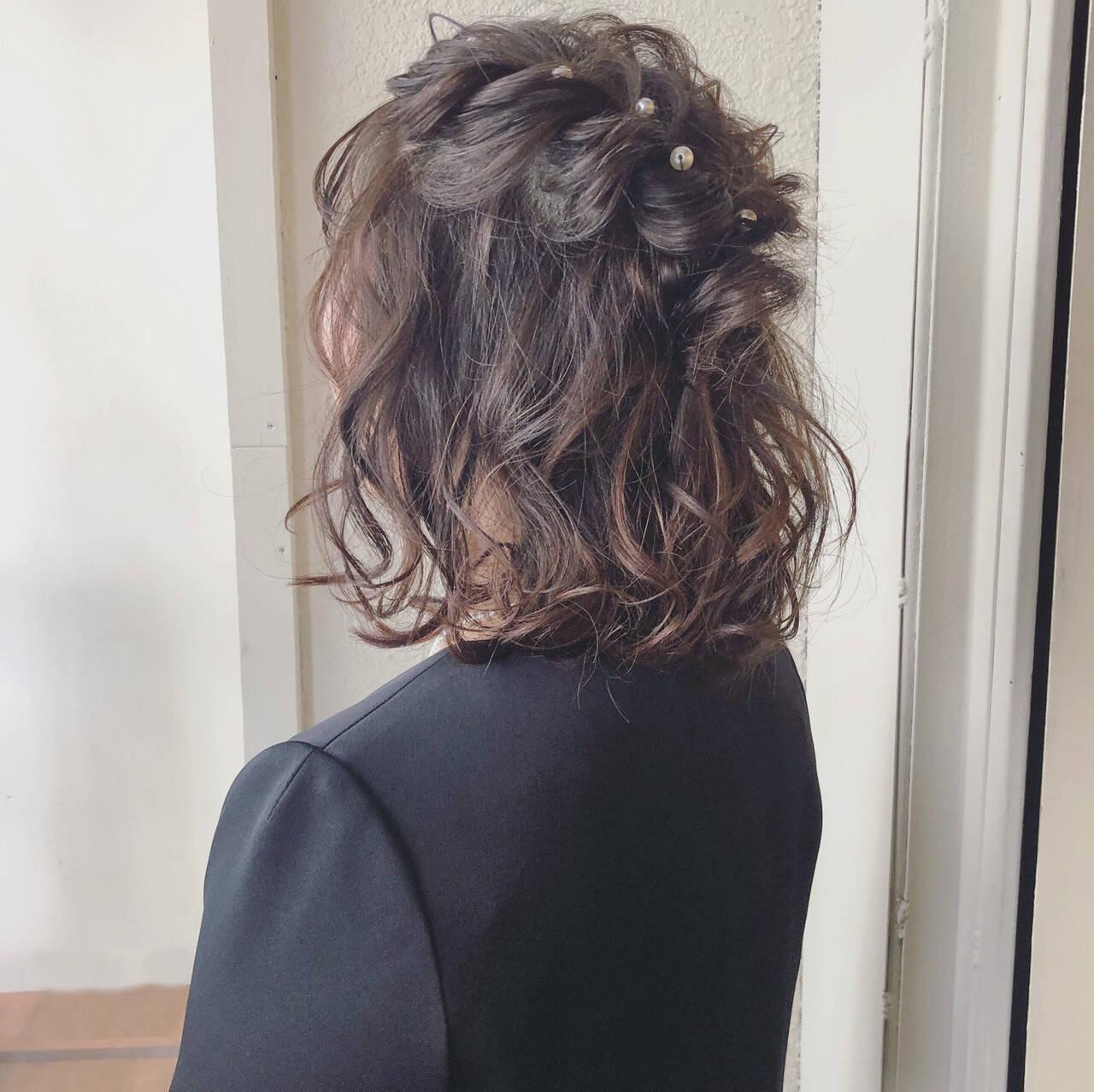 簡単ヘアアレンジ ボブ フェミニン デートヘアスタイルや髪型の写真・画像